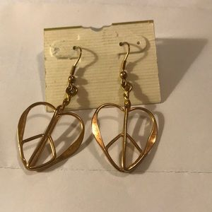 NWOT peace sign heart earrings.